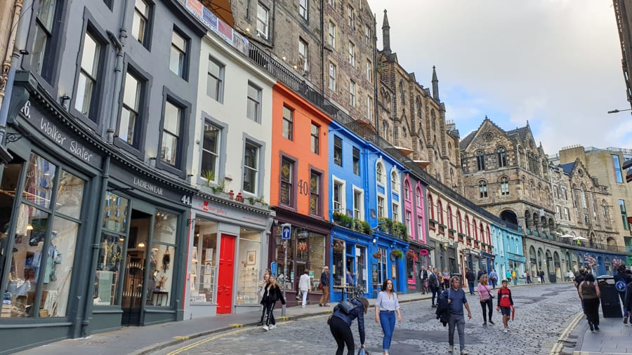 curved street in Edinburgh with colourful painted fronts
