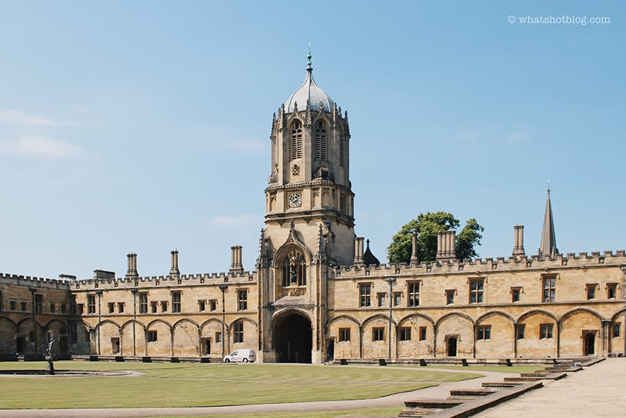 Tom Quad, Christ Church at Oxford University with lawn to the front and tower in the centre over an arched gateway